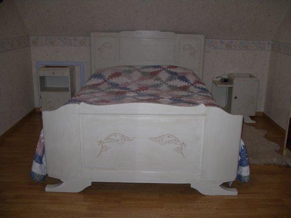 une ancienne chambre a coucher la renovation de meubles sans le decapage. Black Bedroom Furniture Sets. Home Design Ideas