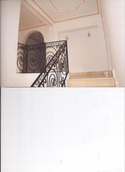 escalier 1er etage style americain maison haute gamme vendre. Black Bedroom Furniture Sets. Home Design Ideas