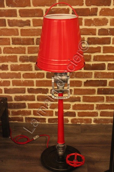 lampe pompier grand mod le la main d 39 acier. Black Bedroom Furniture Sets. Home Design Ideas