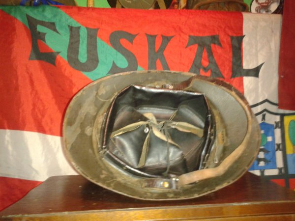 Casques polonais (adrian) fabrication fran�aise ww2