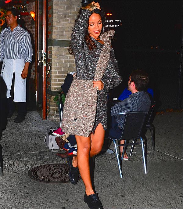 _ 09/09/2014 : Rihanna a �t� photographi�e alors qu'elle quittait son restaurant favori le � Da Silvano � � New York.