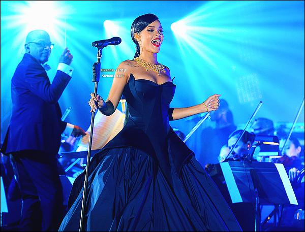 11/12/2014 - Rihanna a inaugur� � The Diamonds Ball � au Vineyard � Beverly Hills . Elle portait une robe rose bonbon d�sign�e par le couturier Zac Posen, ainsi qu'une parure et des Bijoux de la marque Chopard.