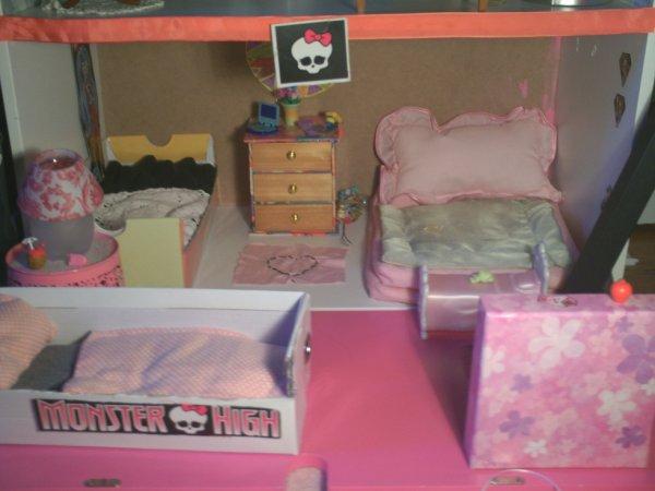 Maison monster high la chambre a coucher for Monster high accessoires de chambre
