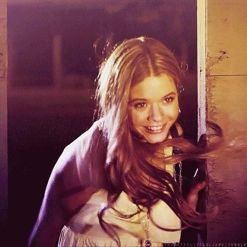 Alison connait les secret des 4 mistèrieuse jeunes filles, mais