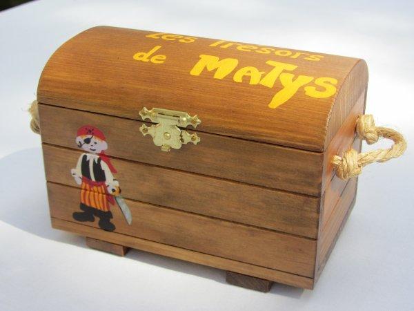 jouet bois coffre aux tr sors personnalis sur commande abracadabois jouets et petits. Black Bedroom Furniture Sets. Home Design Ideas