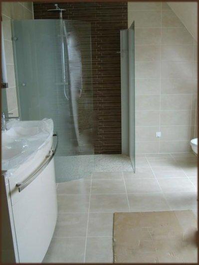 Carrelage salle de bain la construction de notre maison for Carrelage salle de bain couleur sable