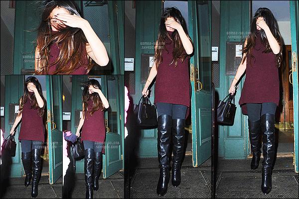- 13/12/14 :  Selena Gomez a �t� photographi� alors qu'elle quittait le 25i�me anniversaire - de Taylor Swift. C'est � New-York que la f�te d'anniversaire de la chanteuse a eut lieu. Bon nombre de c�l�brit�s �taient pr�sent pour c�l�brer l'anniversaire de TS ! -