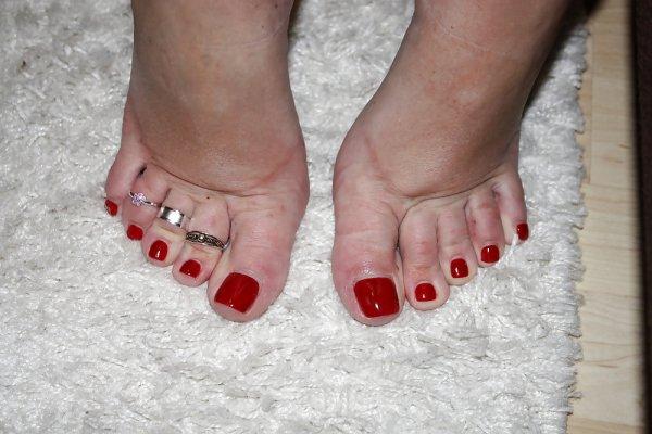 Mes pieds vernis rouge pieds des filles - Pied vernis rouge ...