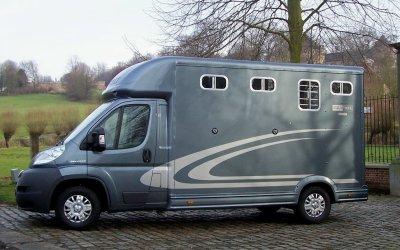equi trek sonic neufs vendre camionnette transport chevaux permis b. Black Bedroom Furniture Sets. Home Design Ideas