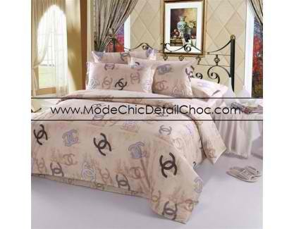 housse de couette chanel 120 mode chic d tail choc. Black Bedroom Furniture Sets. Home Design Ideas