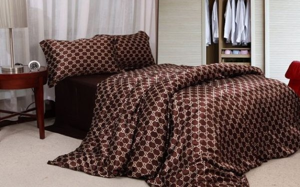housse de couette gucci 150 mode chic d tail choc. Black Bedroom Furniture Sets. Home Design Ideas