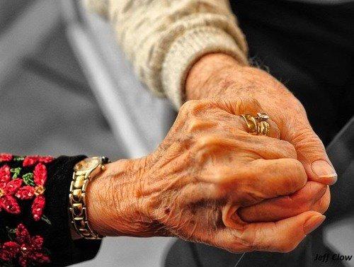 Lorsqu'on a demande � un couple comment ils ont fais pour rester ensemble 65 ann�es, la femme a r�pond: Nous sommes n�s a une �poque ou lorsque quelque chose se casse on le r�pare, on ne le jette pas!