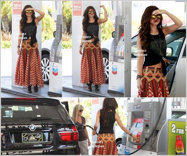*   18.06.13 - Selena Gomez a �t� vue se rendant dans un salon de beaut� � Los Angeles.*
