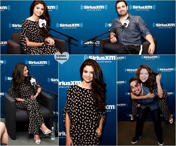 """*   29.06.13 - Selena �tait � une �mission radio pour la promo de """"Stars Dance"""" � New York*"""