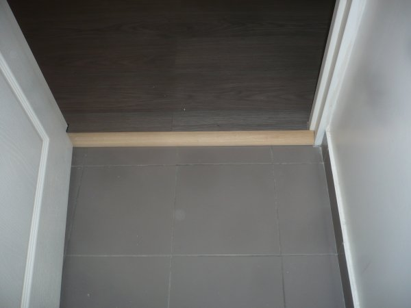 Pose de parquet flotant sur du carrelage donc fabrication for Pose parquet sur carrelage