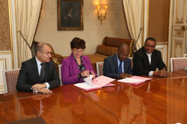 Immigration : une convention France-Comores sign�e