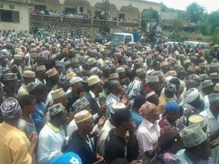 Presque tous les Anjouanais se pr�parent pour l'arriv�e du colonel Mohamed Bacar dans son �le natale