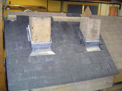 entourage de cheminee en ardoise les couvreurs 2006 2008 des compagnons du devoir. Black Bedroom Furniture Sets. Home Design Ideas