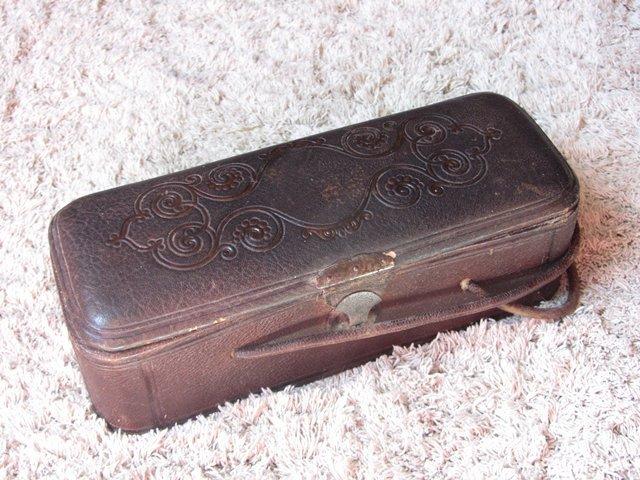 Ancienne boite a couture bijoux en cuir soie antique for Boite a couture en cuir