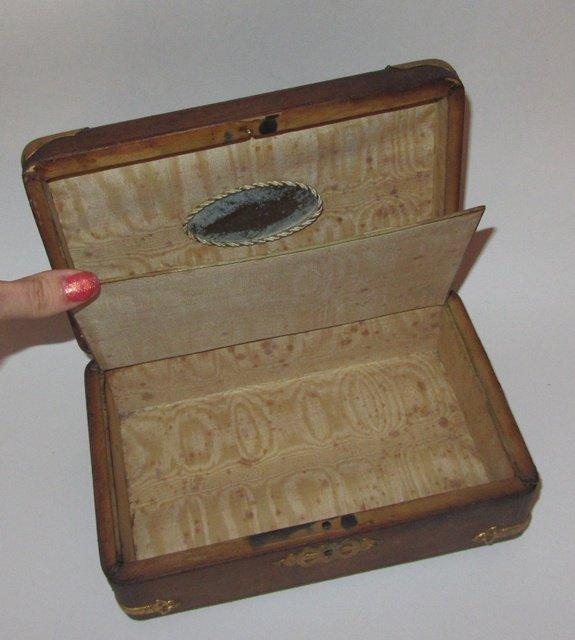 Ancienne boite a couture bijoux en cuir antique leather for Boite a couture en cuir