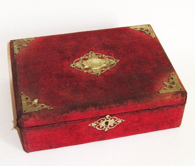 Ancienne boite a couture bijoux en velours antique sewing for Boite a couture tres originale