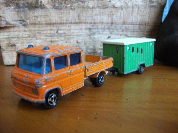 camion mercedes travaux et caravane de chantier majorette collection voitures miniatures. Black Bedroom Furniture Sets. Home Design Ideas