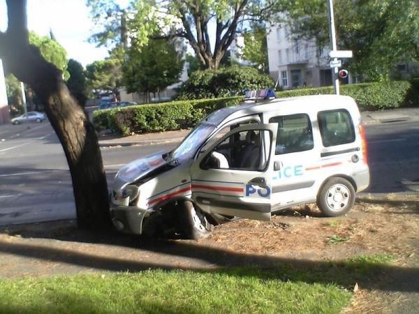 accident de voiture de police nationale blog de marouan06560. Black Bedroom Furniture Sets. Home Design Ideas