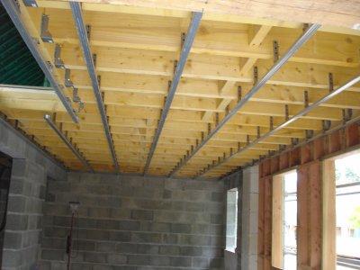 samedi 4 juin pose des suspentes et des rails 224 placo pour le plafond tout les 60cm de