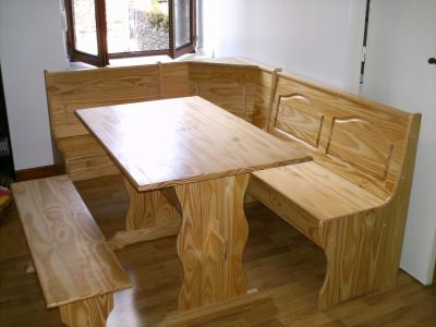 banc d 39 angle en bois avec table et banc simple. Black Bedroom Furniture Sets. Home Design Ideas