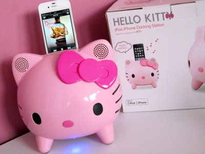 station d 39 accueil pour ipod iphone hello kitty ma collec sanrio. Black Bedroom Furniture Sets. Home Design Ideas