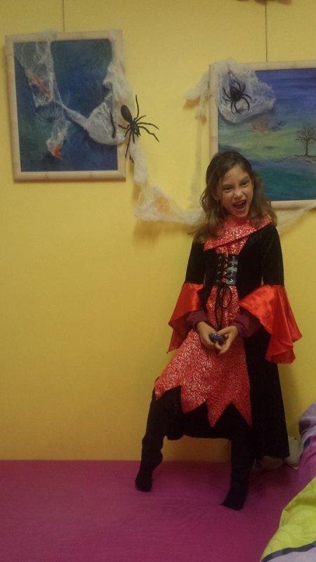 En mode Halloween pour ce dernier jour d'�cole avant un we scouts des plus sanguinaiiiires ... brrr
