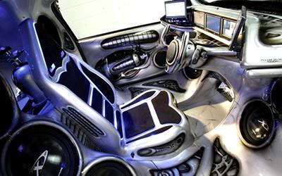 C2 tuning interieur dragon design playgirl for Interieur auto tuning