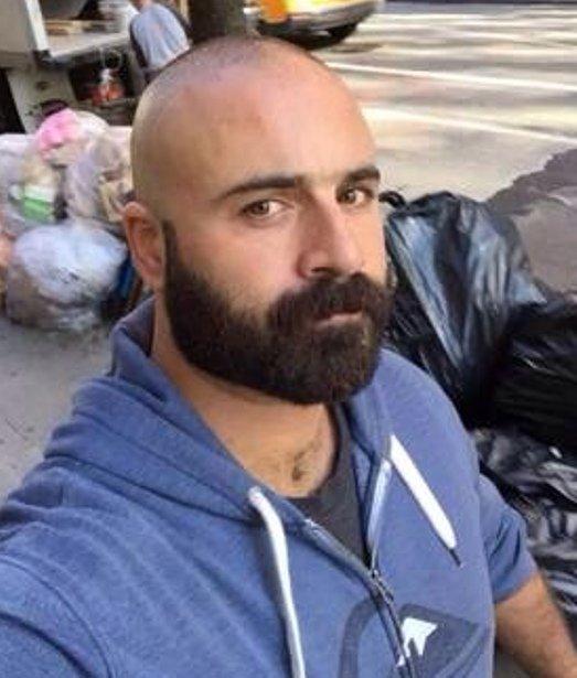 il s 39 est ras les cheveux et gard la barbe il doit recommencer court toujours. Black Bedroom Furniture Sets. Home Design Ideas