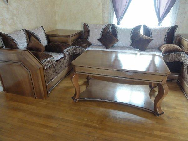 Salon marocain classique tissu mobra 100 oriental for Banquette en bois pour salon