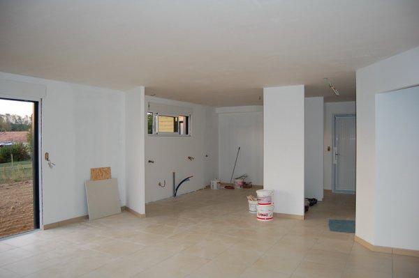1 re couche de peinture fini dans le sejour salon cuisine construction de - Couleur peinture sejour ...