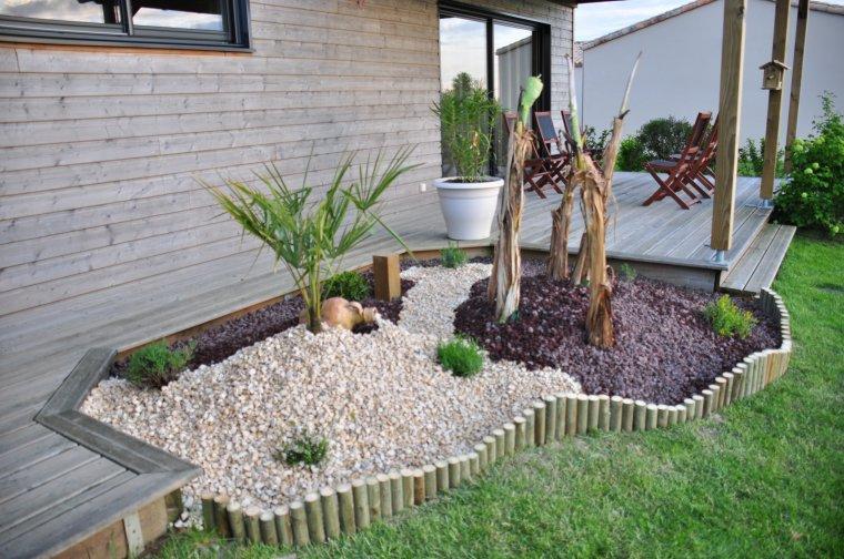 Le jardin construction de ma maison en bois for Deco de parterre exterieur