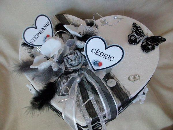 urne mariage forme coeur blanc noir gris argent la copie n 39 est pas un art l 39 imitation. Black Bedroom Furniture Sets. Home Design Ideas