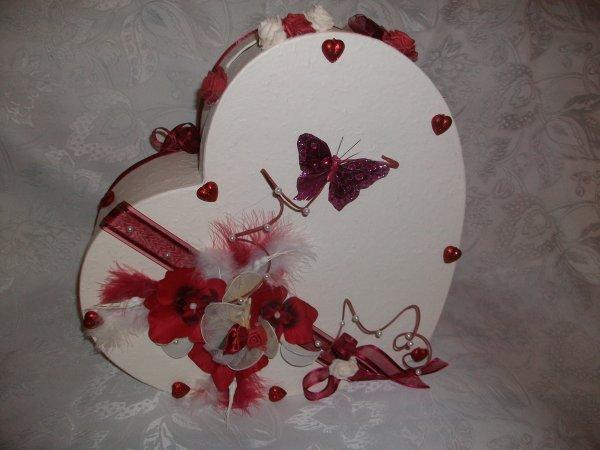 Urne de mariage ivoire et bordeaux la copie n 39 est pas for Decoration urne de mariage