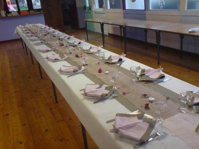 D co anniversaire pour 60 personnes blog de ideco astuce for Chemin de table beige