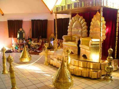 ... autres objets de décor qui va avec les assis des mariés et la salle