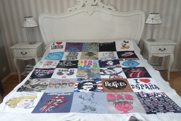 cr ation couverture patchwork tee shirts luucky la bidouille. Black Bedroom Furniture Sets. Home Design Ideas