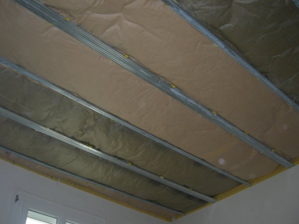 Creation plafond suspendu isolation et peinture dans - Isolation phonique plafond suspendu ...