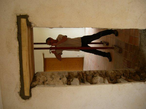 Suite ouverture porte dans mur maison en pierre jointage a la chaux renovat - Ouverture mur en pierre ...