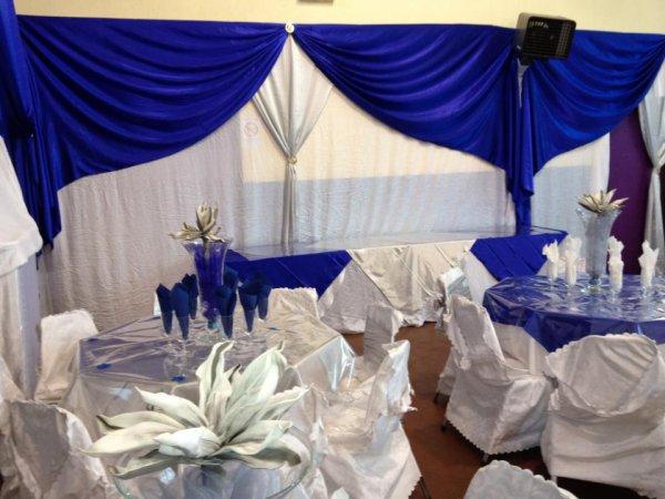 Deco bleu royal decoration de salle - Mariage bleu et blanc ...