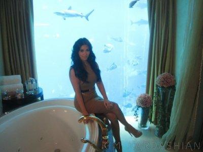 Interview with sharks actualit sur la famille kardashian for Salle de bain kim kardashian