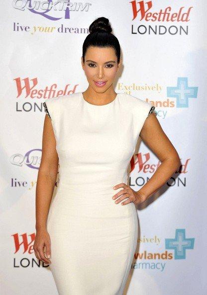 19\05\12 Kim Kardashian aper�ue quittant le club District apr�s �tre all� a l'O2 Arena � Londres