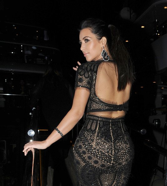 22\05\12 Kim Kardashian c'est rendue a une soir�� sur le bateuax de P.Diddy plusieurs stars �tait pr�sente comme Paris Hilton, Kelly Brook...