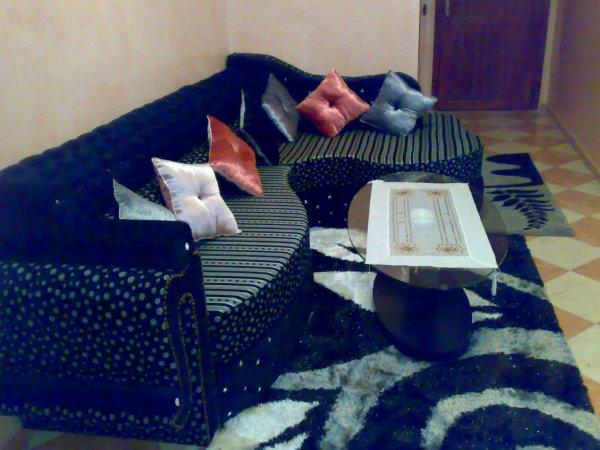 � specializzata nella creazione e vendita di salotti marocchini cos� come  mobili e accessori per la casa.