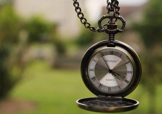 On m'a dit qu'un an fait 365 jours,Un mois fait 30 jours, Une semaine fait 7 jours, Un jour fait 24 Heures, Une heure fait 3600 secondes, Mais , On ne m'a jamais dit qu'une seconde sans toi c'est l'�ternit� !