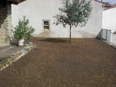R alisation d 39 un gazon par semis avec arrosage int gr vandr le paradis vert 17 - Niveler un terrain pour pelouse ...